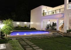 Be-ing Suites - Davao City - Kolam