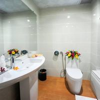 Midtown Hotel Hue Bathroom