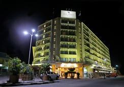 Hotel Memling - Kinshasa - Pemandangan luar