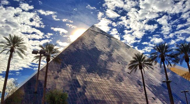 Luxor Hotel and Casino - Las Vegas - Building