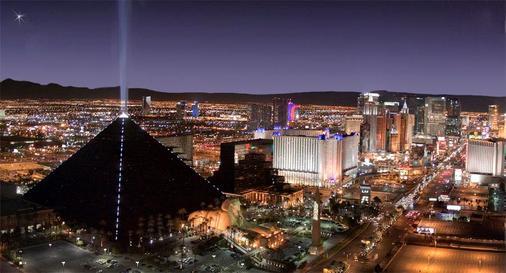 Luxor Hotel and Casino - Las Vegas - Pemandangan luar
