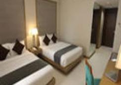 Crown Regency Resort & Convention Center - Malay - Kamar Tidur