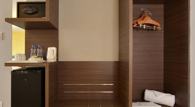 Holiday Inn Express Ahmedabad Ashram Road - Ahmedabad - Bedroom