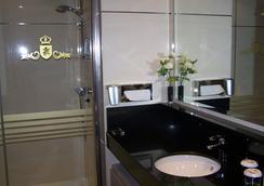 Washington Parquesol Suites & Hotel - Valladolid - Kamar Mandi