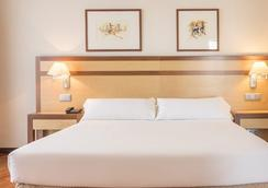 Hotel Ilunion Alcalá Norte - Madrid - Kamar Tidur