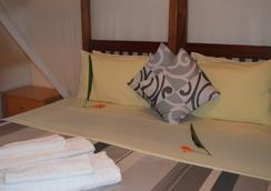 African Roots Guesthouse - Entebbe - Kamar Tidur