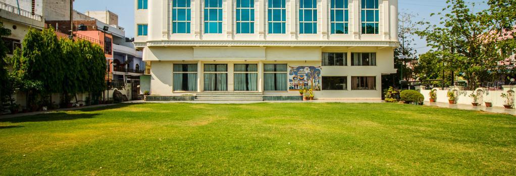 Hotel Suruchi - Gwalior - Building