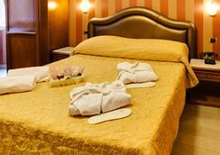 Hotel Forte - Roma - Kamar Tidur