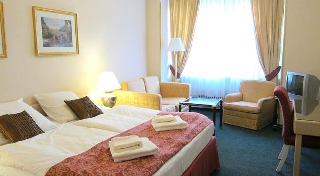 Hotel Mira - Prague - Bedroom