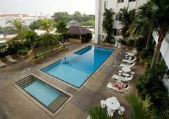 Bayview Hotel Georgetown Penang - George Town - Kolam