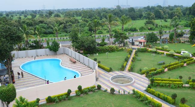 Hotel Sunrise N Resorts - Nagpur - Pool