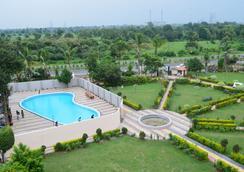 Hotel Sunrise N Resorts - Nagpur - Kolam