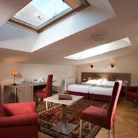 Hotel Santi Living Area