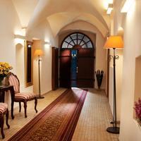 Hotel Santi Lobby Sitting Area