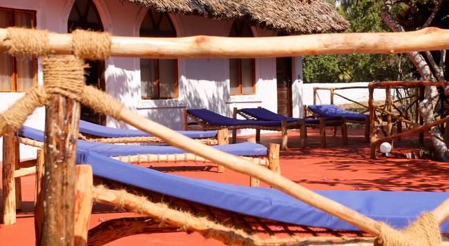Surfescape village Zanzibar - Zanzibar - Building