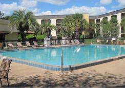 Baymont Inn & Suites Orlando Universal Blvd - Orlando - Kolam