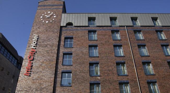 Intercityhotel Hamburg-altona - Hamburg - Building