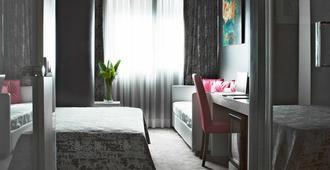 Smart Hotel - Roma - Kamar Tidur