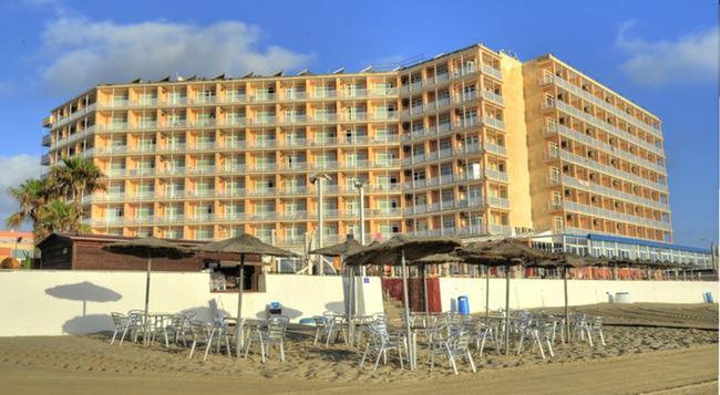 Hotel Entremares - La Manga del Mar Menor - Building