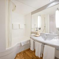 Park Inn by Radisson Hamburg Nord Bathroom