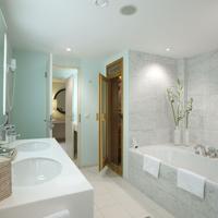 Sheraton Berlin Grand Hotel Esplanade Bathroom