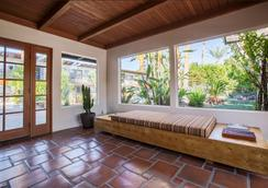 Santiago Resort - A Gay Men's Swimsuit Optional Resort - Palm Springs - Lobi