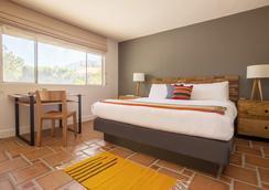 Santiago Resort - A Gay Men's Swimsuit Optional Resort - Palm Springs - Kamar Tidur