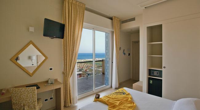 Hotel Ghirlandina - Rimini - Bedroom