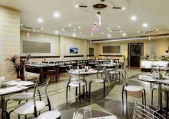 Merit Hotel - Agra - Restoran