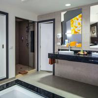 Riu Cancun Bathroom