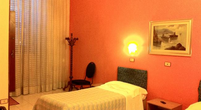 Hotel Pensione Romeo - Bari - Bedroom