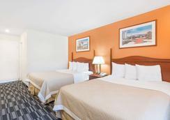 Days Inn Monterey Downtown - Monterey - Kamar Tidur