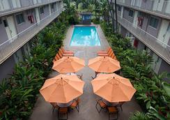 Pacific Marina Inn Airport Hotel - Honolulu - Kolam