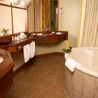 Le Parc La Salle de bains/The Bathroom