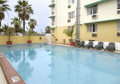 Days Inn & Suites Miami/North Beach Oceanfront - Miami Beach - Kolam