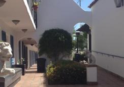 The Mediterraneo Resort - Palm Springs - Pemandangan luar