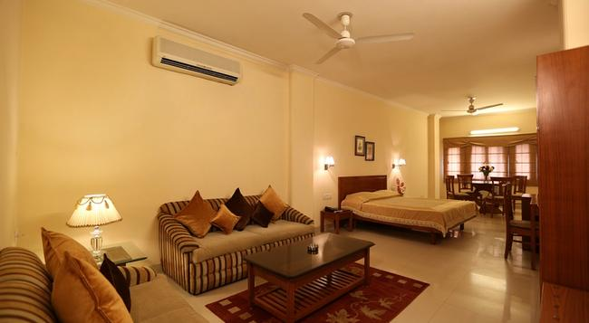 Airport Hotel - New Delhi - Bedroom
