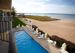 Pointes North Beachfront Hotel - Traverse City - Pantai