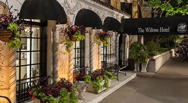 The Willows Hotel - Chicago - Building