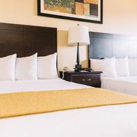 Quality Inn & Suites Seattle Center Living Area