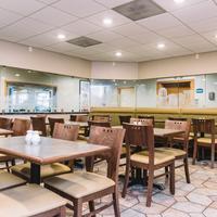 Quality Inn & Suites Seattle Center Breakfast Area