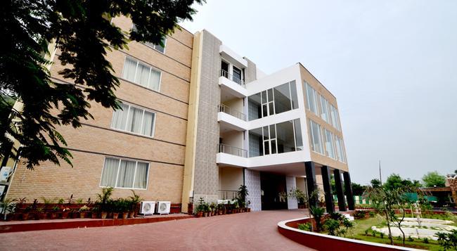 Heiwa Heaven the Resort - Jaipur - Building