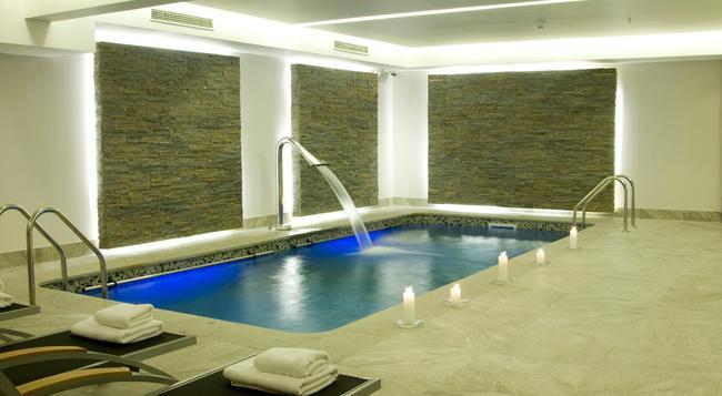 Hotel Kennedy - Santiago - Pool