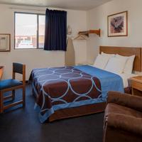Super 8 Manhattan KS 1 Queen Bed Room