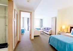 Sealife Family Resort Hotel - Antalya - Kamar Tidur
