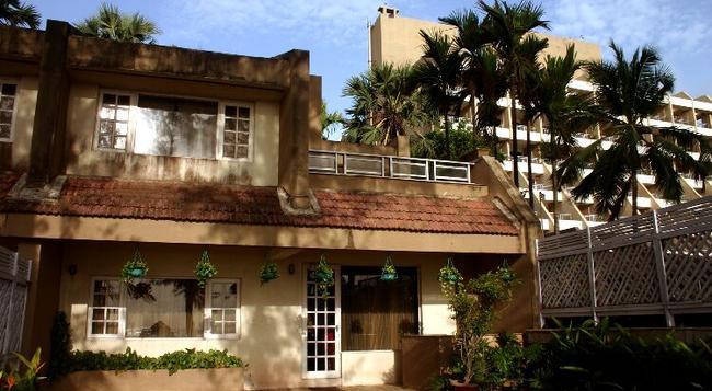 The Resort - Mumbai - Building