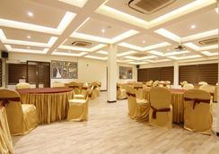 Fabhotel Eaglewood Gachibowli - Hyderabad - Restoran