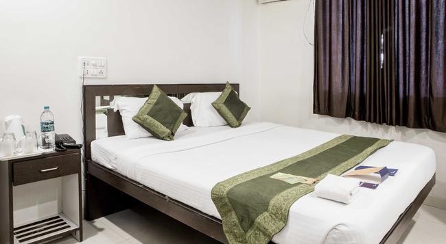 Fabhotel Midaas Comfort - Mumbai - Bedroom