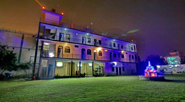 Hotel Mangalam Palace - Lucknow - Building