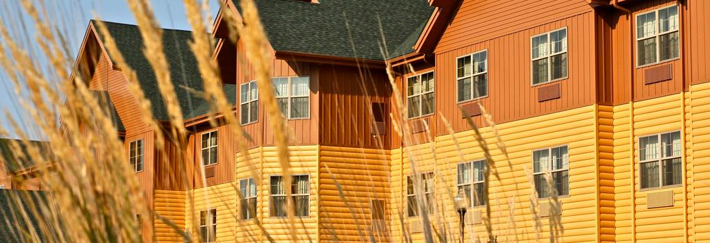 AmericInn Hotel & Suites Fargo South - 45th Street - Fargo - Building